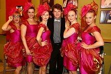 Kromě Sandry Pogodové v komedii hrají Marie Doležalová, Martina Šťastná, Aneta Krejčíková, Tereza Martinková a jediný chlap Petr Batěk.