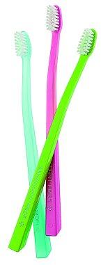 Letní edice Rainbow profesionálních extra šetrných kartáčků Gentle X-soft s malou, ergonomicky tvarovanou pracovní hlavou, Swissdent, 2+1 ks 179 Kč