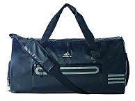 """""""Neobejdu se bez sportovní tašky, kterou si beru, když jdu cvičit. Na běžné nošení mám pak ráda větší černou univerzální kabelku,"""" míní Chlebovská. Taška ADIDAS, 1199 Kč"""
