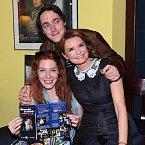 Mladý Heřmánek se svou maminkou a přítelkyní Nikol