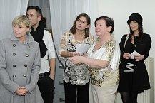 Majitelky studia (uprostřed) pozvaly Šárku na předvedení nově nabízených procedur