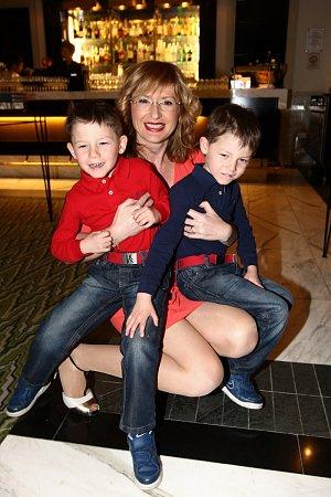 Duchková se svými syny, dvojčaty Honzíkem a Adamem