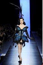 Dita v roli modelky na letošní přehlídce Jeana Paula Gaultiera v Paříži