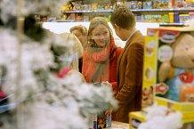 Poradní hlas kamaráda se při vánočních nákupech vždycky hodí.