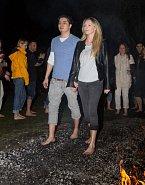 Spolu s přítelem Markusem se Martina prošla po žhavých uhlících.