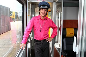 Martin Kraus coby stevard ve vlaku