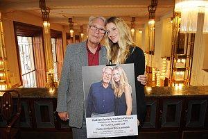 Známá modelka se svým dědečkem, slavným hudebníkem Vadimem Petrovem