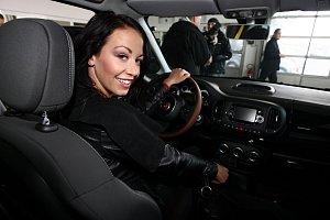 Hanychová řídí často a ráda. Nutno říct, že také velmi dobře.