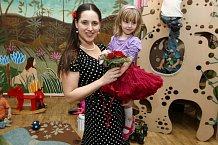 Pyšná maminka Bára Vaculíková s dcerkou