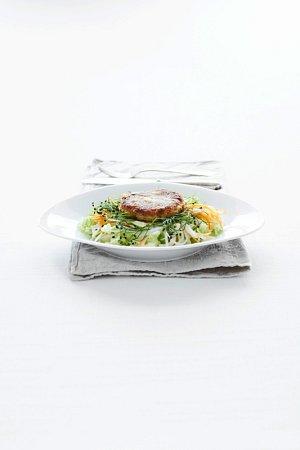 Karbanatek z uzene makrely se salatem