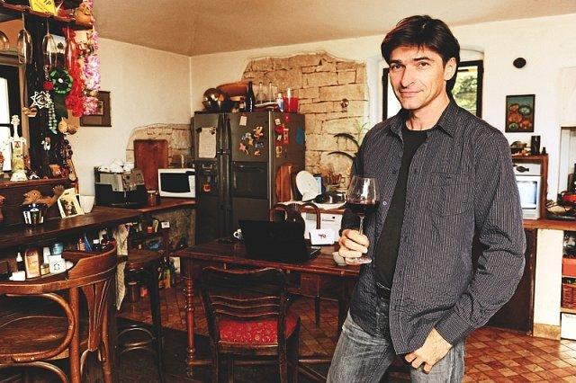 V kuchyni tráví Zdeněk docela dost času.