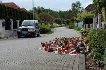 Ivetin dům v Uhříněvsi zaplavují svíčky a květiny