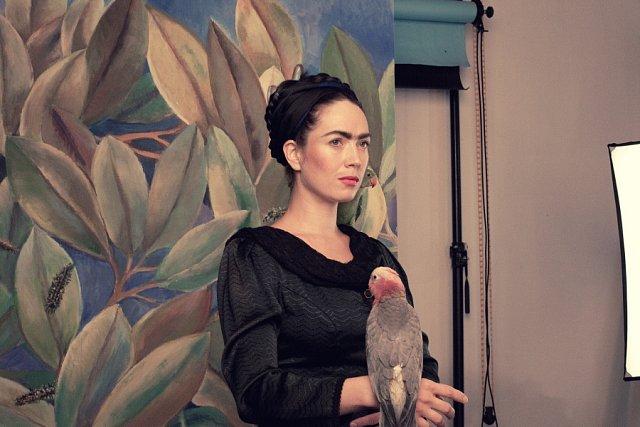 Známá herečka se změnila ve slavnou malířku Fridu Kahlo.