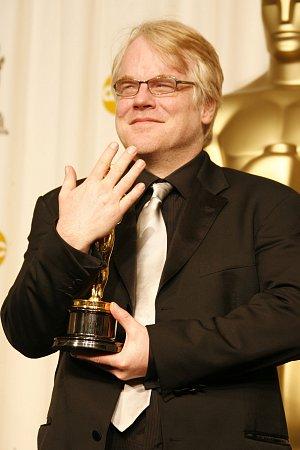 Phillip Seymour Hoffman dostal Oscara v roce 2005 za roli ve filmu Capote. V neděli byl nalezen mrtev se stříkačkou s heroinem.