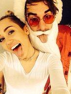 Zdá se, že Miley Cyrus si se Santou dala trochu do nosu