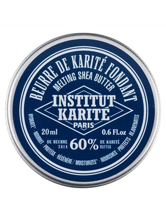 Pokud preferujete spíš máslo, sáhněte po lehce roztíratelném Institut Karite 60% Melting Shea Butter (599 Kč). Je univerzálním pečujícím balzámem pro suchou namáhanou pokožku, stejně jako pro péči o rty, obličej a vlasy. Hydratuje a revitalizuje, vlasům d
