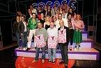 Protagonisté a tvůrci muzikálu Pomáda, který uvádí Divadlo Kalich.
