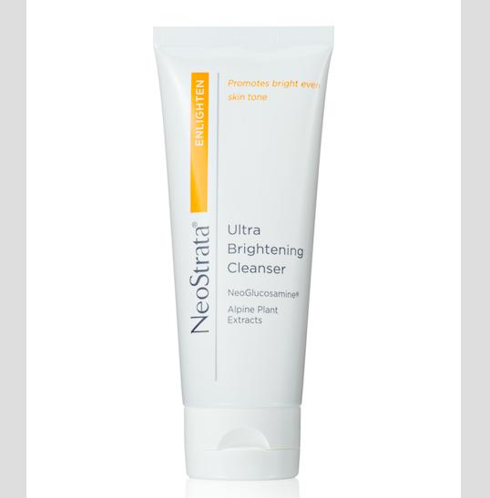 NeoStrata Ultra Brightening Cleanser, čisticí pěnivý gel s jemným exfoliačním účinkem pro eliminaci pigmentových skvrn a sjednocení tónu pleti s výtažkem ze sedmi alpských rostlin; www.neostrata.cz, 100 ml za 890 Kč.