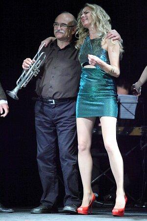 V revue si zahrál a zazpíval i Ladislav Gerendáš.