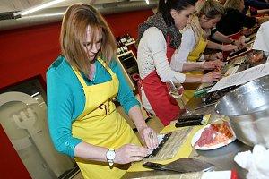 I když sushi připravovala poprvé, počínala si Kamila Špráchalová jako profesionálka.
