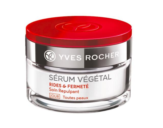 Vyhlazující denní péče proti vráskám Sérum Végétal, obsahuje arabskou gumu, která obnovuje syntézu kolagenu a kyseliny hyaluronové, což má za následek lepší hydrataci a zpevnění pleti, Yves Rocher, cena 790 Kč.