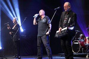 Zlatým hřebem večera byla legendární slovenská skupina Elán. Škoda jen, že zahráli pouze jedinou písničku...