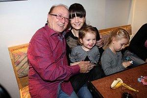 S manželkou Alicí a dcerami Anežkou a Rozárkou