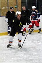 Martin Dejdar se na ledě pohybuje jako profík.