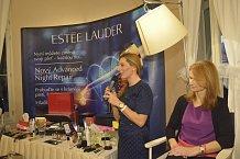 Vizážistky Gábina a Klára z Estée Lauder byly skvěle připravené.