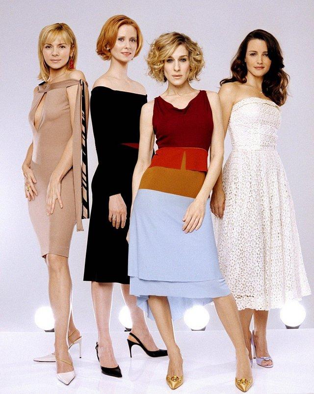 Zleva Kim Cattrall, Cynthia Nixon, Sarah Jessica Parker, Kristin Davis v páté sérii, která se točila v letech 1998-2004.