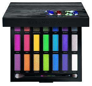 """Paletka očních stínů Full Spectrum Eyeshadow Palette vám poskytne širokou škálu těch """"nejbláznivějších"""" barev. URBAN DECAY, 1590 Kč"""