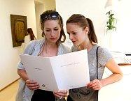 Lenka s Andreou si pozorně prostudovaly materiály k tématu