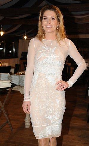 Olga Menzelová přišla v úžasných průsvitných šatech