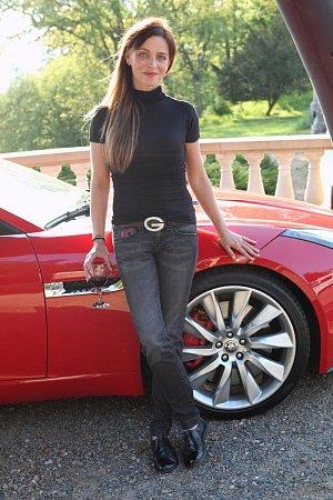 Rudý jaguar Lucii Zedníčkové sluší, co říkáte?!