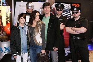 Premiéru filmu si nenechala ujít ani Hanka Kynychová s manželem a synem.