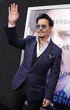Na českou premiéru, která nás čeká už příští týden, Johnny Depp sice nepřijede, ale ve filmu ho budete mít dost