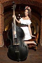 I v tomto modelu bude Monika reprezentovat Česko na Miss Earth.