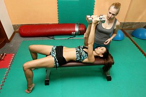 Lucie pravidelně cvičí s osobní trenérkou už rok.