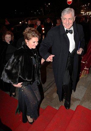 Manželé Karel a Hana Heřmánkovi patřili právem mezi ozdoby večera.