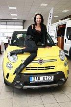 Agáta se do svého nového auta rychle zamilovala.
