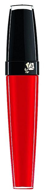 Na pusu nejraději používám tekutou rtěnku L'Absolu Velours v oranžovo- -červeném odstínu, která doslova zahalí rty do sametu. LANCÔME, 720 Kč