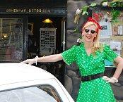 Majitelka obchodu Bohemian Retro Rebecca je už mnoho let nadšenou sběratelkou vintage módy.