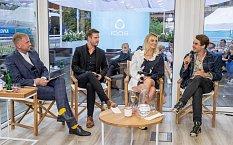 Hosty talkshow Libora Boučka se stali herci Vladimír Polívka, Patrik Děrgel a Denisa Dvořáková