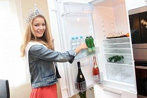 Česká Miss 2014 Gabriela Franková dostala do výbavy hlavně na pitný režim.