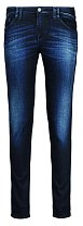 Nejčastěji oblékám úzké tmavomodré džíny, které ráda kombinuji s černým trikem do véčka. ARMANI JEANS, 2669 Kč