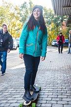 Katka Pechová předvedla, že jí ani jízda na skateboardu není cizí