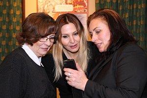 Evelyna Steimarová, Ivana Gottová a Marcela Černá si měly co vyprávět i ukazovat.