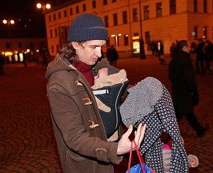 Partner Jany Kirschner Eddie Stevens s jejich druhou dcerkou, kterou pojmenovali Yolana.