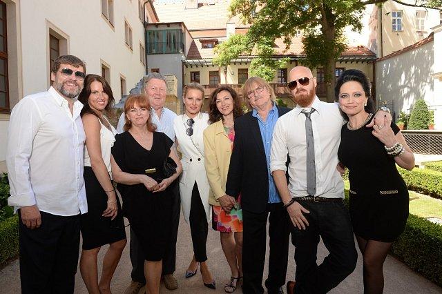 V tento vpravdě sváteční den se sešla celá Simonina a Karlova rodina a jejich přátelé.
