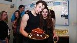 Romanu Tomešovi se s Míšou Doubravovou seznámil v divadle Kalich při zkoušení muzikálu Pomáda.